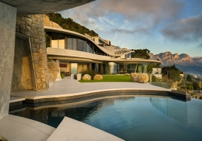 Cape Town, 6 Bedrooms Bedrooms, ,6 BathroomsBathrooms,House,Vacation Rental,2564